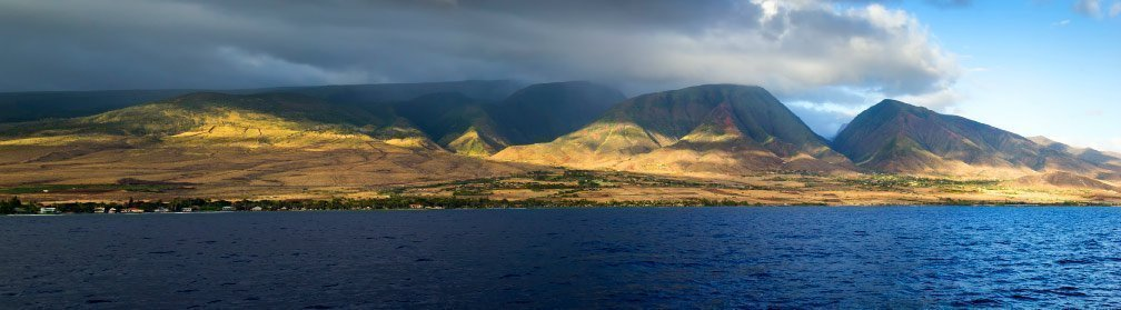 Beautiful-Coastal-View-of-West-Maui-Hawaii-