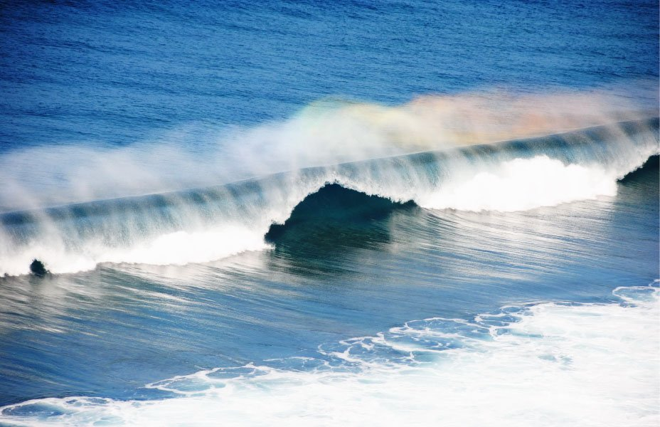 Ocean-wave-tube-with-rainbow-spray-in-Maui,-Hawaii-840223872_3866x2580
